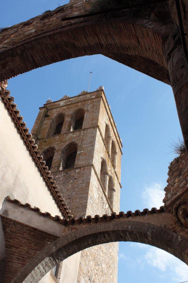 Palau Vescomtal S. XIV-XV- Església Parroquial (2)-min