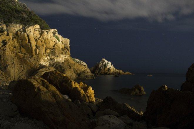 blanes_noche_roca